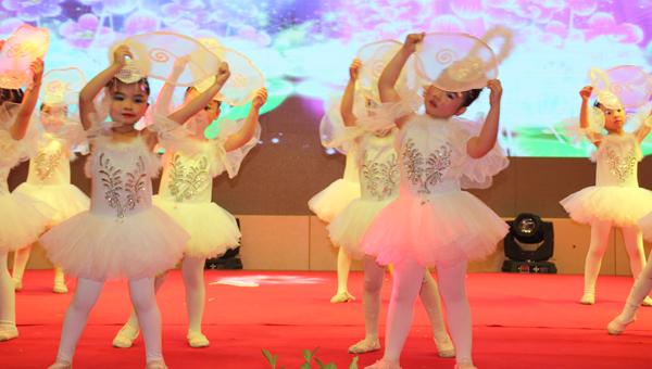 舞蹈《追梦的孩子》 李雪梅摄-萌娃舞动迎新年