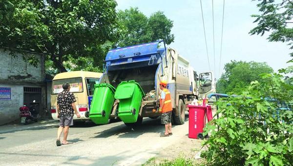 分类垃圾桶均为农用粪桶