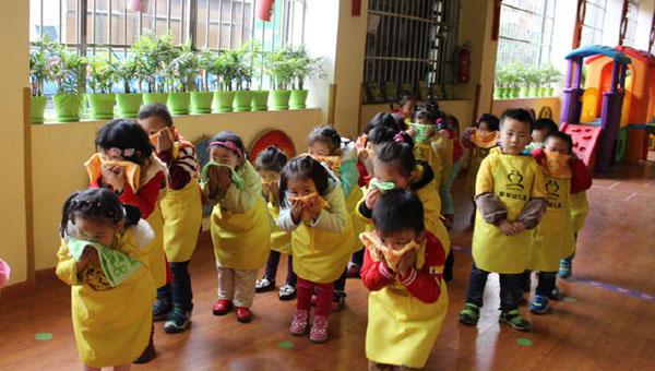 幼儿园朋友实习演练(图片由遂宁市消防支队提供)
