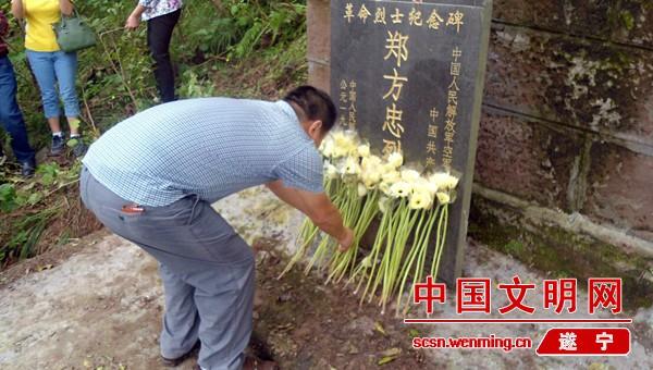 遂宁:磨溪镇党委政府组织祭扫烈士墓
